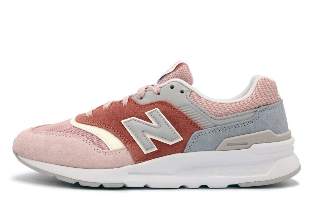 New Balance  997  women's Shoes (Trainers) in Pink - CW997HVE
